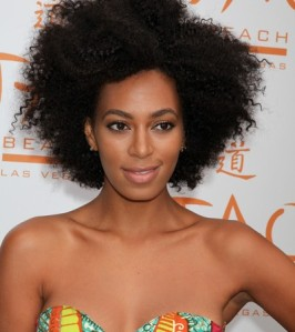 1solange-knowles-afrowig-400x450