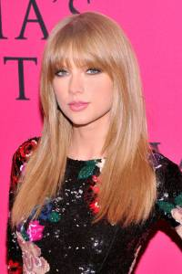 hbz-the-list-hair-beauty-taylor-swift-003-sm